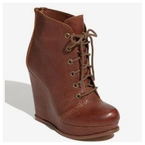 STEVE MADDEN Thronne Lace up Leather Wedge bootie