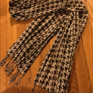Ladies Faux Herringbone Pattern Scarf