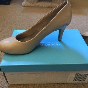 Nude comfort heels
