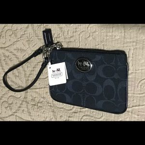 *Featured* NEW w/ tag! Authentic COACH Wristlet!