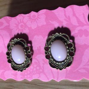 Jewelry - New Pink Earrings 💕 pierced 💕❄️