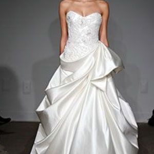 Anna Maier Couture Strapless Wedding Dress
