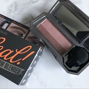Benefit Eyeshadow Duo in Naughty Neutral