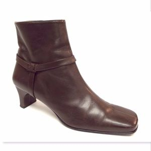 FERRAGAMO 9.5 Brown Leather Logo Strap Ankle Boots