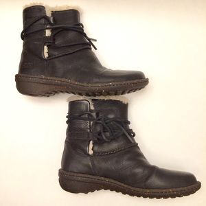 Ugg Caspia Leather Boots style 1932 Black
