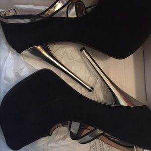 Black and Gold pumps