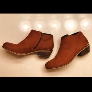 Like new!! Steve Madden ankle boots-Cognac