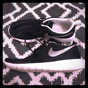 Black' Nike roshe