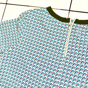 Cute vintage Forever 21 pattern top