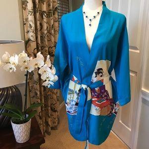 NWOT! Beautiful Blue Geisha Print Kimono Robe
