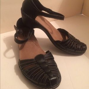 Clarks collection strap black leather shoes 8.5