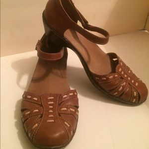 Clarks brown leather / tan accents sz 8.5 shoes