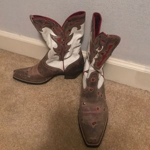 Boots by Ariat cowgirl style size 8.5