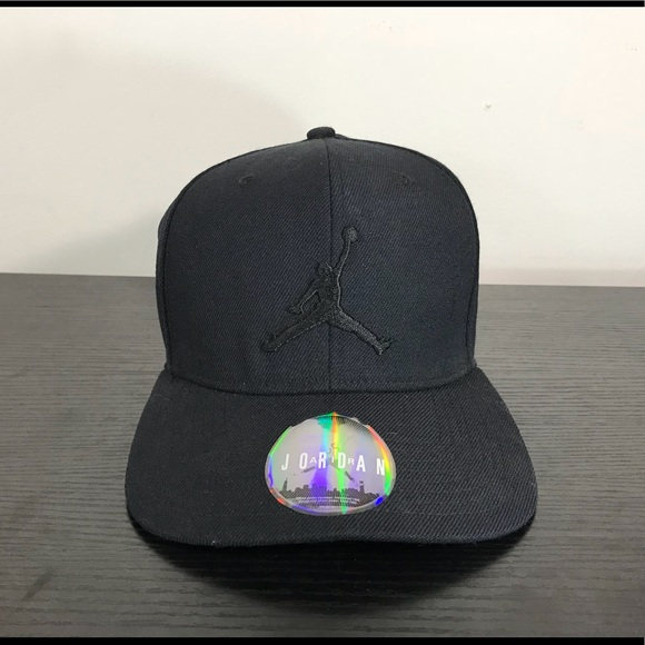 61a83d3e25b Air Jordan Other - Nike Air Jordan Jumpman Snap Back Fitted Hat Black