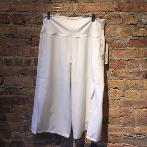 Lululemon white Serene Crop pant sz 12 55105