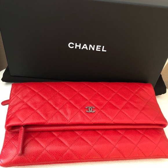 0f6b87e42eec NEW Red Chanel quilted fold over clutch