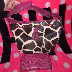 Handbags - ✨Giraffe Print Purse & Matching Wallet✨