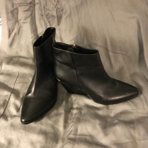 God accent black booties