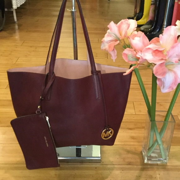 a462f043984f Michael kors izzy tote. M_59ef9dae4225be2619015d3f