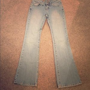 🆕Wet Seal Light Wash Jeans SZ 3/4 Long. EUC