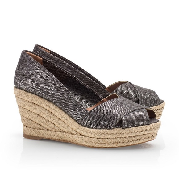 Tory Burch Schuhes   Metallic Filipa Espadrille Sandale Wedge Sandale Espadrille   Poshmark 232d67
