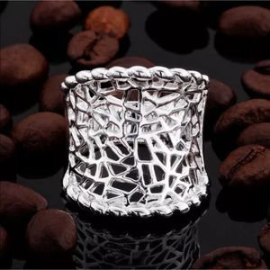 Jewelry - NWOT Silver Beaded Edge Cut Out Statement Ring