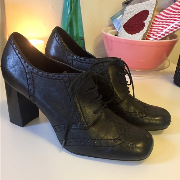 dc6c8e1872cc0 Franco Sarto black heeled lace up oxfords 9/39