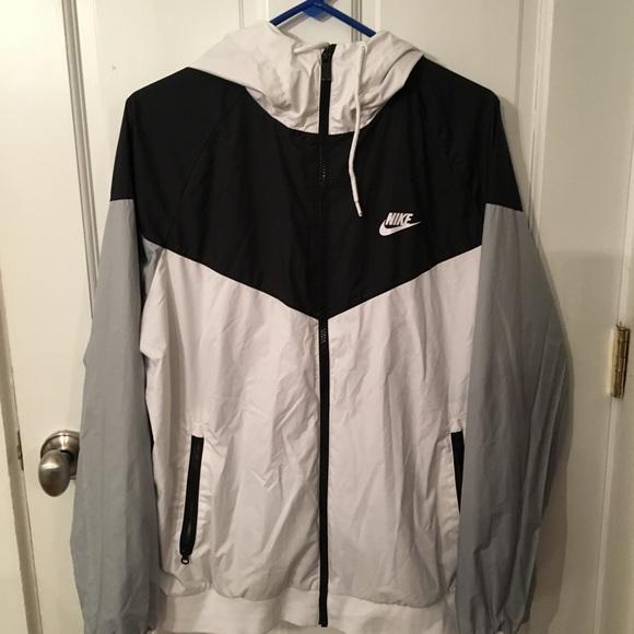 037eef4438f8 Nike Men s Windrunner Full Zip Jacket. M 59efb5849c6fcf11f501c977
