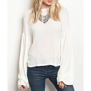 | OFF WHITE BILOW SLEEVE TOP |