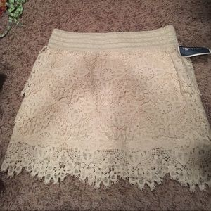 Lace cream lined skirt! Brand new