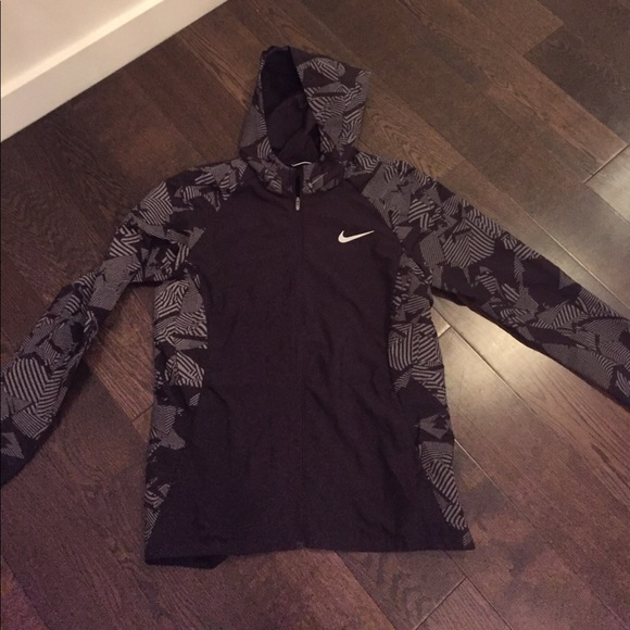 ee433300ed Nike Jackets & Coats | Essential Flash Running Jacket | Poshmark