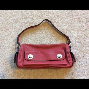 Woman's medium size purse.