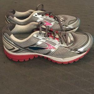 0a2fc4b902a Brooks Shoes - Brooks Ghost 8. Size 9 2A (narrow).