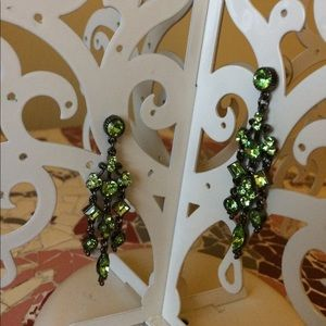 Jewelry - Green rhinestone dangle earrings