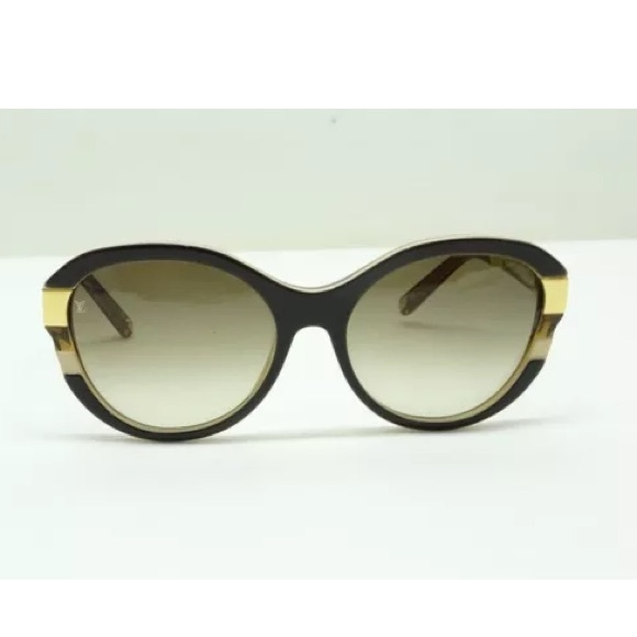 cfa7f682516e Louis Vuitton Accessories - Authentic Louis Vuitton petit soupcon sunglasses