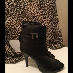 Shoes - Black ankle boot NWOT