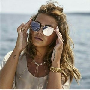 Accessories - Silver mirrored sunglasses