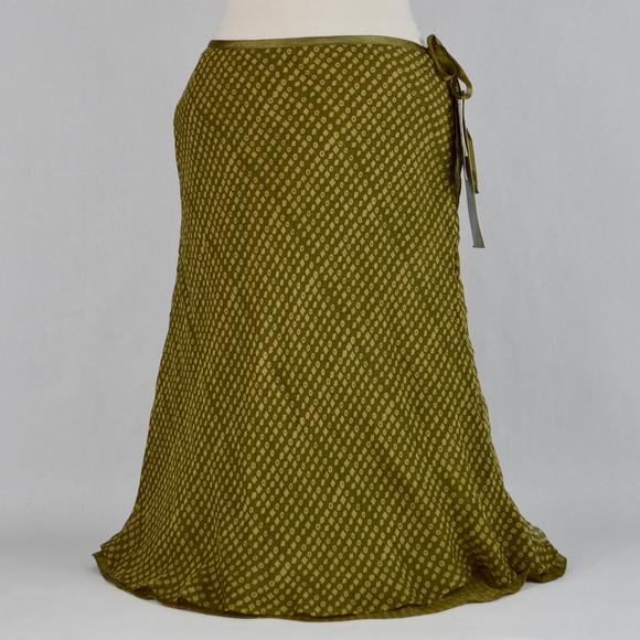 6637aa78668  Liz Claiborne  Green Light Green 100% Silk Skirt