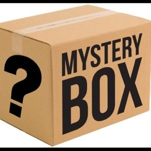 5 LB. Trendy Brand Name Women's Mystery Box!