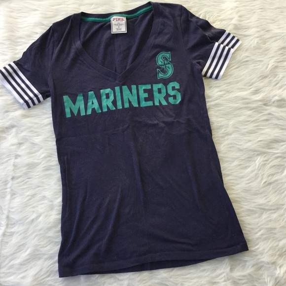 b0439df4dca892 ... Mariners V-Neck Tee. M 59f0c3135a49d066fb0154e7