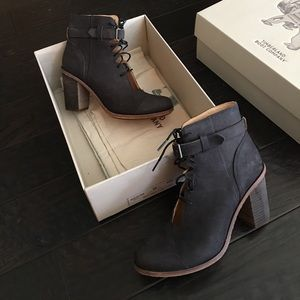 Marge Ankle Strap Chukka in Charcoal