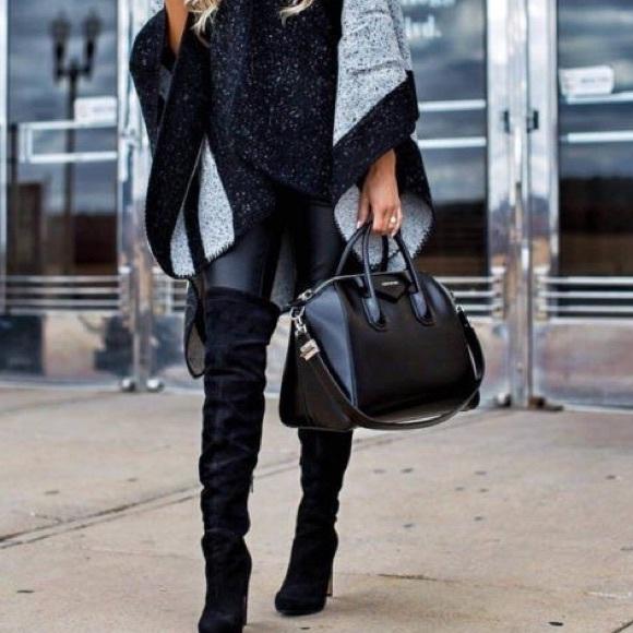 fd98c5e2ef9 Givenchy Antigona Sugar Leather Black Satchel. M_5a0d203d2ba50aa3af0221ec