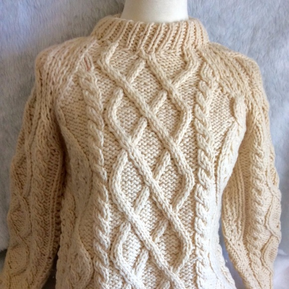 a2be0200b ... Chunky Cable Knit Sweater. M 59f0d373f09282a327019f88