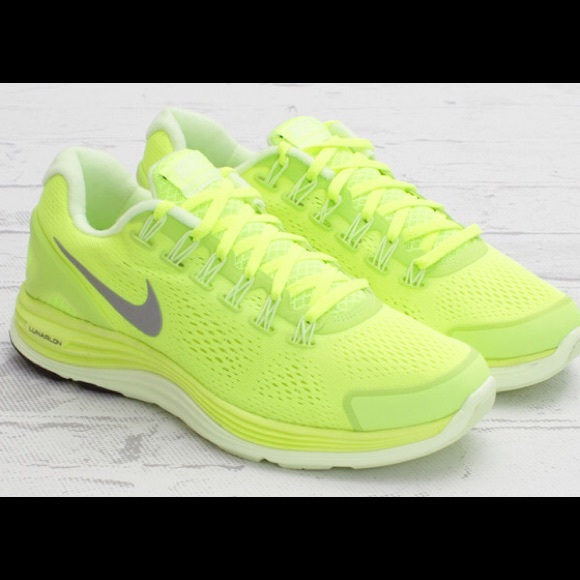 uk availability 3cdc0 4ef99 Nike lunarglide 4 volt running shoe neon yellow