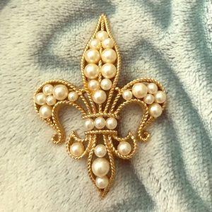 Pearl Fleur de Lys Pin