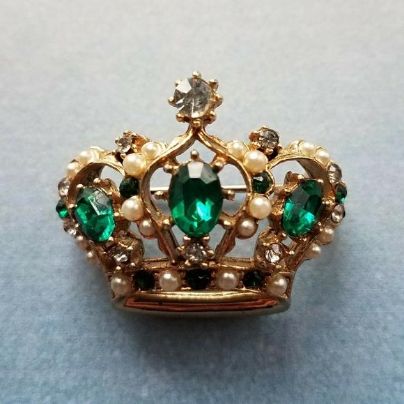 78057d23f Vintage Emerald green crown brooch pin gold pearl.  M_59f0eb1d5a49d00fdb02088f