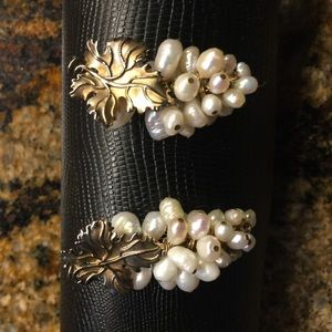Jewelry - Pearl and gold earrings