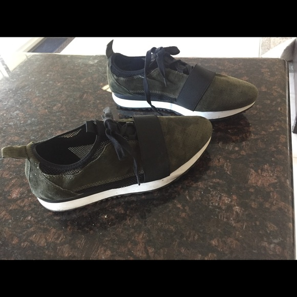 f30fdc57c80 ... THIS ITEM IS SOLD! Steve Madden altitude sneakers.  M 59f0eefa8f0fc48c14021920. Other Shoes you may like