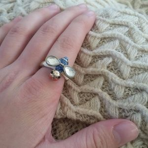 Jewelry - Silly Quirky Bee Ring Size 6.5