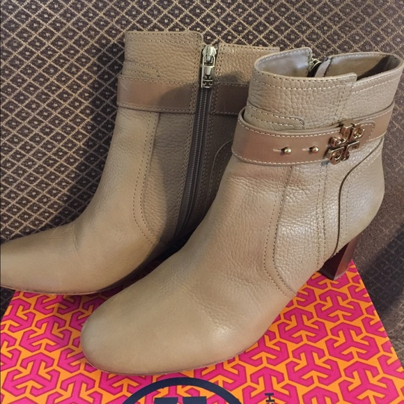 9ebee83d133 SALE! Tory Burch Elina Booties Size 9 includes box.  M 59f0f478bf6df5090b000fea